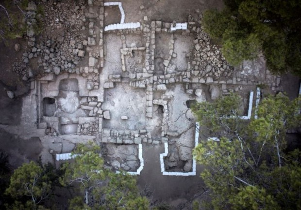 Vista de cima do possível local da tumba dos macabeus (Crédito: Autoridade Israelense de Antiguidades)