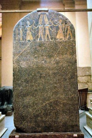A estela de Merneptah, que contém texto com a mais antiga menção ao povo de Israel (Crédito: Creative Commons)